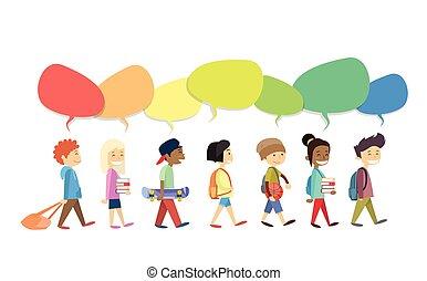 crianças, grupo, andar, ir, com, coloridos, conversa, caixa, social, comunicação, isolado