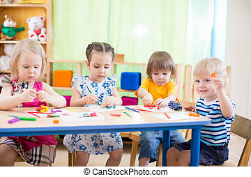crianças, grupo, aprendizagem, artes artesanatos, em, jardim...