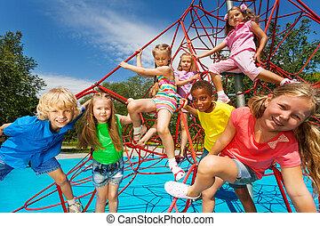 crianças, grupo, cordas, parque, junto, vermelho, feliz