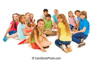 crianças, grupo, sentar, junto, grande, círculo