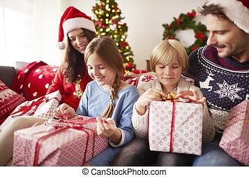 crianças, início, presentes christmas abertura