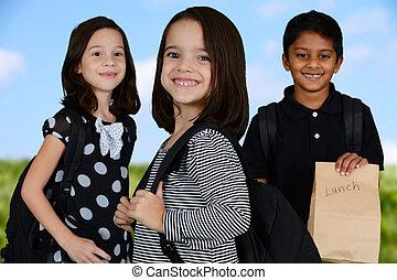 crianças indo escola