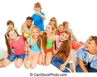 crianças, junto, feliz