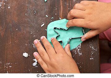 crianças, mãos, fazer, bolinho christmas