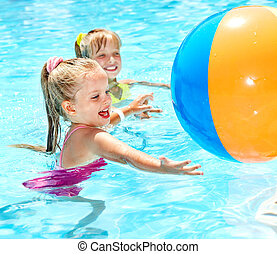 crianças, natação, em, pool.