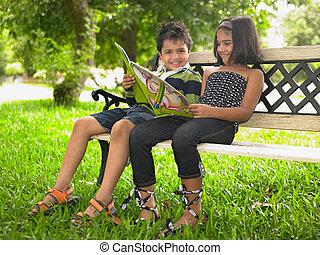 crianças, parque, livro, leitura