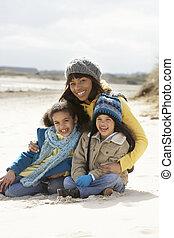 crianças, praia, inverno, mãe