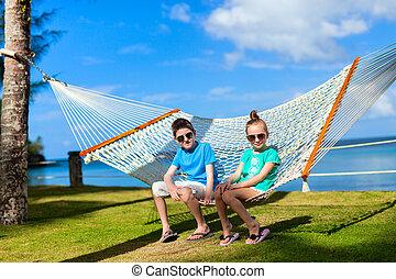 crianças, relaxante, em, rede