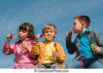 crianças, soprar borbulha