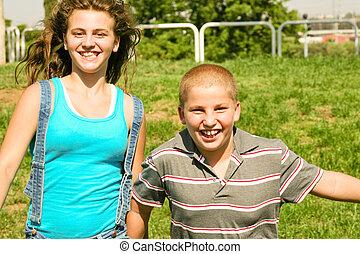 crianças, tendo divertimento, ao ar livre