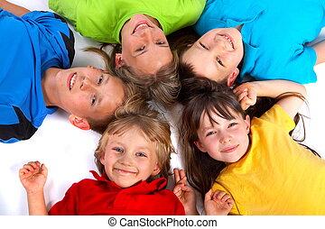 crianças, tendo divertimento