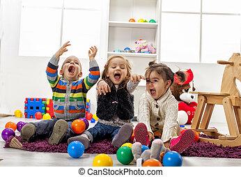 crianças, tocando, em, a, sala
