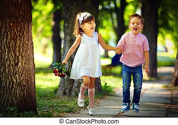 crianças verão, cute, parque, pular, feliz