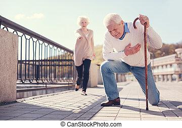 crise cardiaque, rue, personne agee, avoir, homme