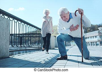crise cardiaque, souffrance, personnes agées, mari