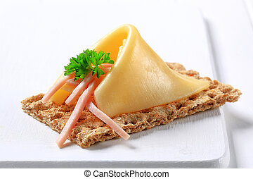 Crisp bread with cheese and ham