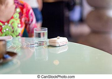 cristal del agua, píldora, morning., tabla