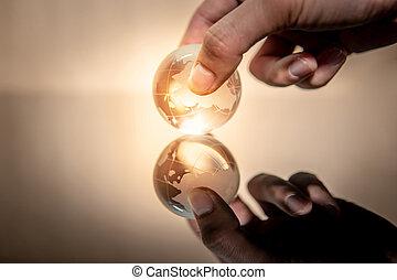 cristal, globo, mão, vidro, segurando, mundo, macho
