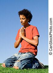 cristianismo, adolescente, en, rodillas, en, oración