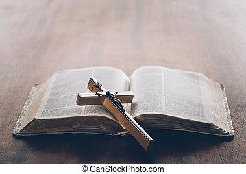cristiano, croce, su, aperto, bibbia santa