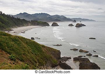 croissant, baie, à, plage canon, côte orégon