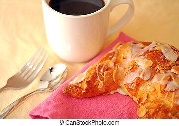 croissant, com, xícara café