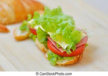 croissant sandwich or ham