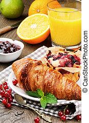 croissant, suco laranja, bolo, fresco, pequeno almoço
