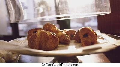 croissants, petit déjeuner
