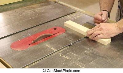 cross cutting table saw