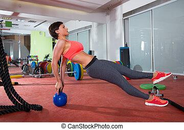 crossfit, 健身, 婦女, 推, 向上, kettlebell, pushup, 練習
