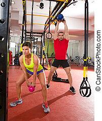 crossfit, condición física, kettlebells, columpio, ejercicio, entrenamiento, en, gimnasio