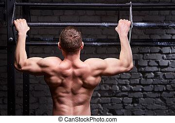 crossfit, trabalhando, jovem, desportista, ginásio, atraente, saída, caucasiano, vista traseira