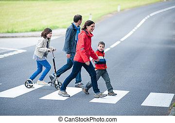 crosswalk, familia , caminata