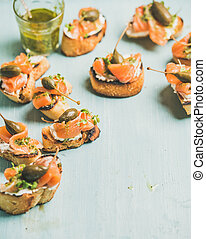 Crostini with smocked salmon, pesto sauce, watercress and capers