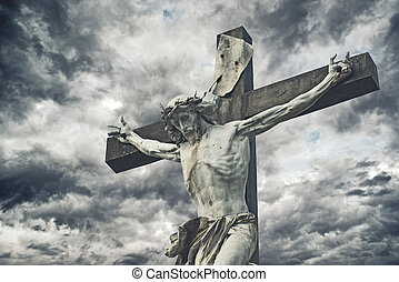 crucifixion., chrześcijanin, krzyż, z, jezus chrystus, statua, na, burzowy, clouds., zakon, i, duchowość, concept.