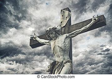 crucifixion., cristiano, cruz, con, jesucristo, estatua, encima, tempestuoso, clouds., religión, y, espiritualidad, concept.