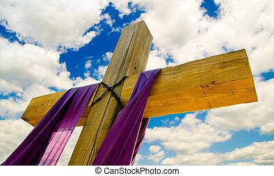 crucifixos, com, roxo, cortina, ou, sash, para, páscoa, com, céu azul, e, nuvens, em, fundo