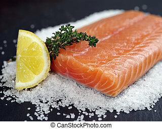 crudo, bistecca salmone