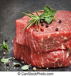 crudo, hierbas, especias, carne de vaca, filetes