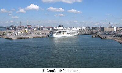 Cruise liner arrives at Helsinki port, time lapse