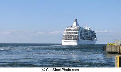 Cruise liner leaves Tallinn harbour, time lapse