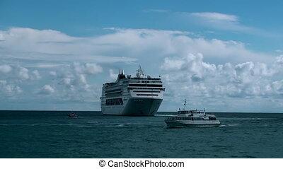 CRUISE SHIP LINER TIMELAPSE