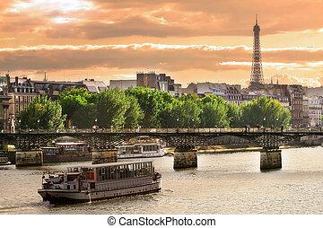 Cruise ship on Seine river in Paris, France. - Cruise ship...