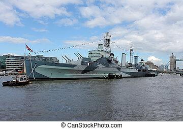 Cruiser battle ship