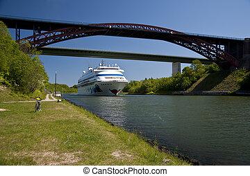 cruiser in kiel canal