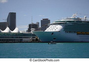 Cruiseship in the port of miami