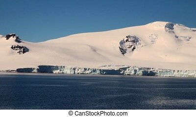 Cruising in Antarctica - Antarctic Peninsula - Palmer Archipelago - Neumayer Channel - Global warming - Fairytale landscape