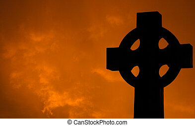cruz, con, se nubla en la puesta de sol