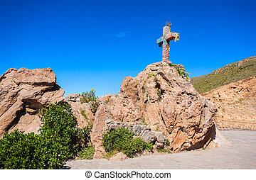 Cruz Del Condor monument, Colca canyon, Peru